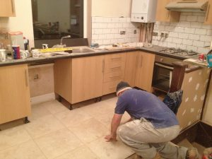 carpenter-fitting-kitchen